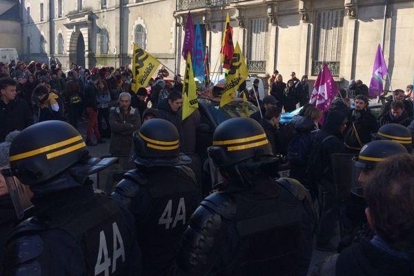 Rassemblement contre les violences policières