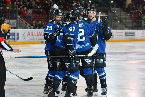La saison régulière de hockey sur glace a pris fin le 26 février avec une victoire face à Strasbourg pour les Rapaces de Gap.