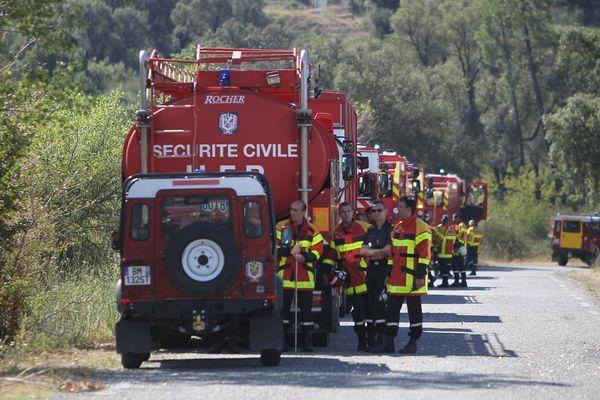 Les pompiers volontaires seraient trop nombreux par rapport aux statutaires, selon ce rapport. (ici au Luc en juillet dernier).