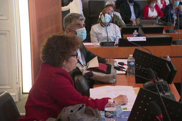 Evelyne Becker et Julien Pradat lors du premier conseil municipal d'Amiens, le 4 juillet 2020