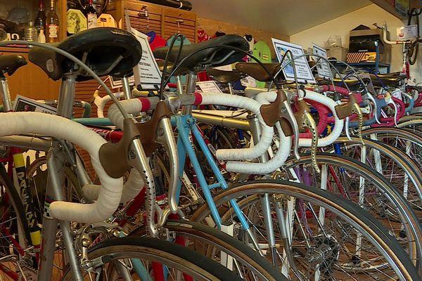 Dans sa collection, Jean-Luc Petit possède une centaine de vélos de course.
