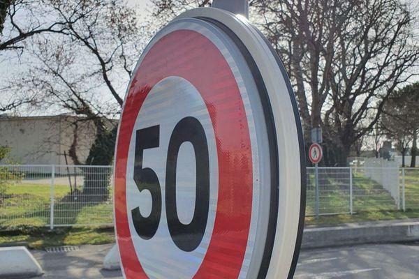 Les panneaux de signalisation informeront les automobilistes des conditions météo défavorables sur leur trajet.