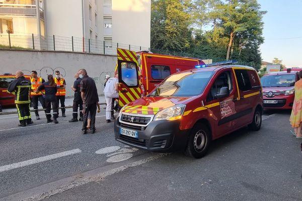 L'explosion s'est produite au rez-de-chaussée de l'immeuble de résidence, au 120 route de Bonneville
