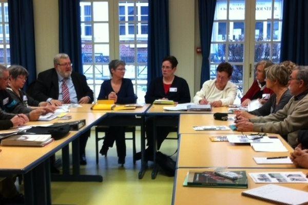 Chaque mois, la quinzaine de retraités du Conseil des Sages de Villers-Cotterêts se réunit avec les élus de la commune