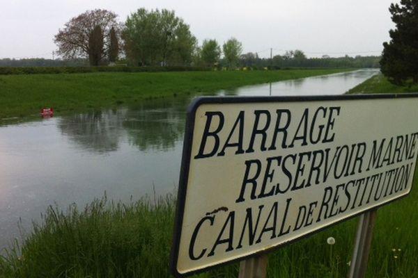 Lac du Der : Barrage-réservoir Marne - Canal de restitution à la Marne