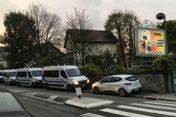Cars de CRS avenue Jules Vallès à Grenoble