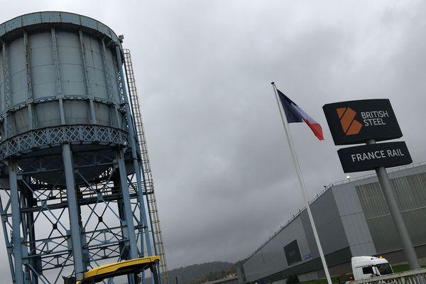 Quelles couleurs vont remplacer celles de British Steel à l'entrée du site d'Hayange (Moselle) ?