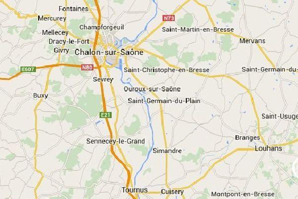 Un camion transportant des batteries a pris feu alors qu'il traversait la commune de Sagy, en Saône-et-Loire, mardi 13 janvier 2015