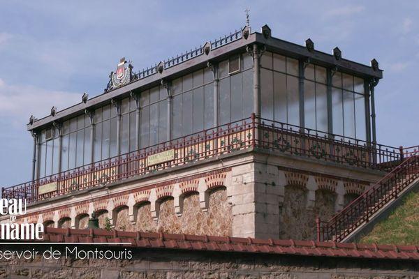"""Autrefois appelé réservoir """" de la Vanne """" puis """" de Montrouge """", le réservoir de Montsouris fut longtemps la plus grande réserve d'eau potable de la capitale."""