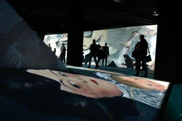 """L'un des tableaux de Pablo Picasso projeté à la Sucrière dans le cadre de l'événement """"Picasso, l'exposition immersive"""""""