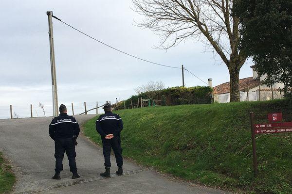 L'accès au cimetière était contrôlé par la gendarmerie