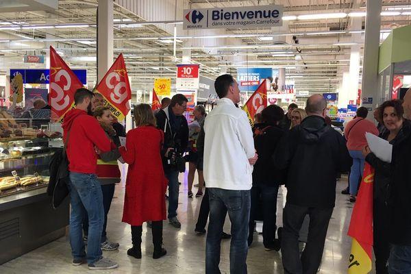 Une quinzaine de salariés ont débrayé ce mardi 21 mai pour dénoncer des tensions et des conditions de travail dégradées au sein du magasin Carrefour Beaulieu