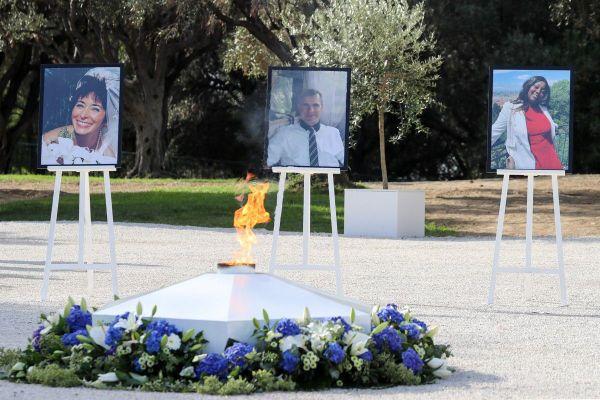 """Le portrait des trois victimes. A l'issue de cette cérémonie, le chef du gouvernement a eut """"un temps d'échange avec les familles des victimes"""" de l'attentat de la basilique Notre Dame de Nice"""