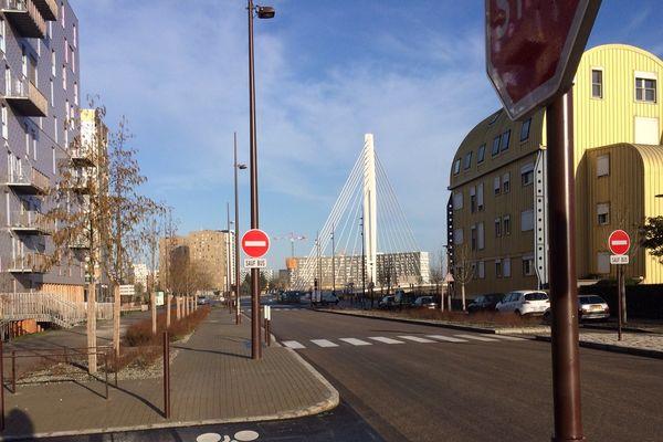 Nantes du côté du pont Tabarly sur l'île.