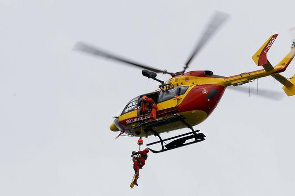 L'hélicoptère Dragon 74 lors d'un exercice de sécurité civile sur le Léman à Thonon-les-Bains. (Illustration)