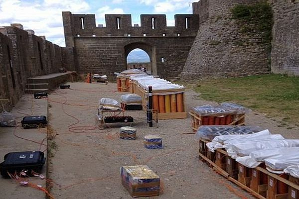 Carcassonne - préparatif du feu d'artifice - 14 juillet 2014