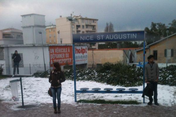 La gare Saint-Augustin sous la neige