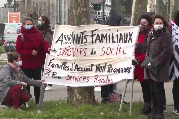Les personnels du secteur médico-social demandent une revalorisation de salaire de 138 euros.