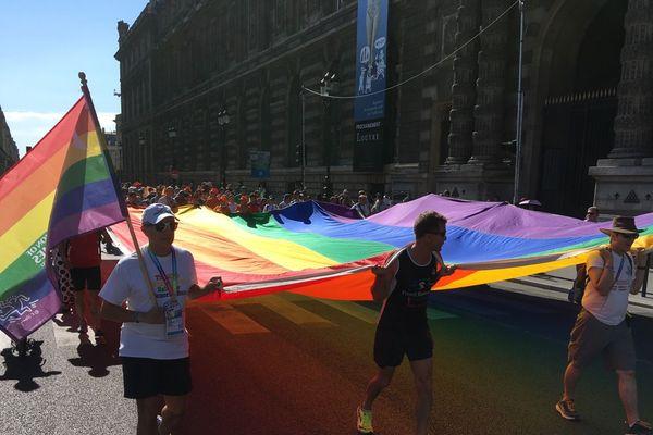 La Rainbow Run, la course des Gay Games en hommage aux personnes disparues à cause du Sida.