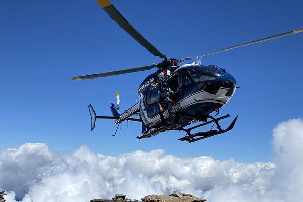 L'hélicoptère du PGHM de Haute-Savoie.