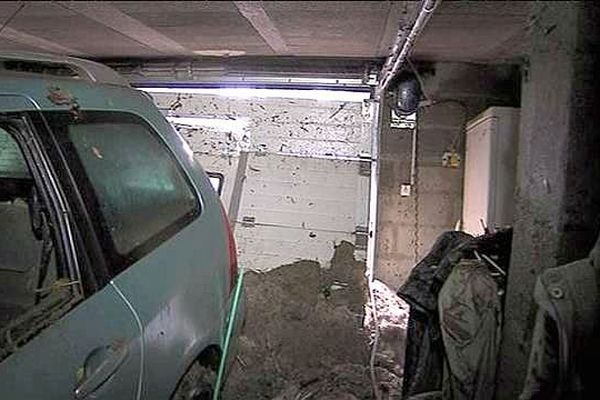 La grêle s'est engouffré dans le garage de ce pavillon