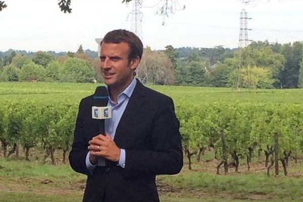 Après Alain Juppé, Les Républicains et ses 48% d'opinion favorable, le ministre de l'économie Emmanuel Macron obtient 37%, devant François Bayrou, Modem, 35%. (image d'illustration)