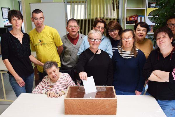 L'association APEI de Soissons a organisé 4 ateliers pour expliquer le droit de vote à ses usagers en situation de handicap.