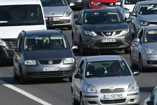 Trafic routier dense Occitanie Illustration
