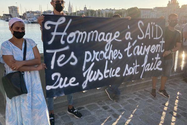 """""""Hommage à Saïd. Tes proches t'aiment. Que justice soit faite"""", c'est ce que réclame les proches de Saïd au cours de la marche blanche."""