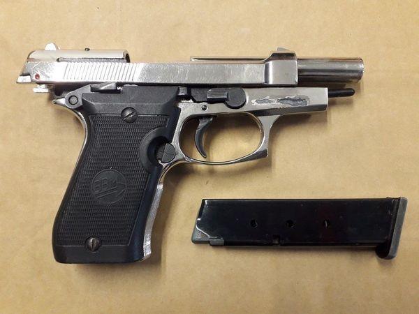 Une des armes saisies lors des perquisitions par la brigade des Stupéfiants de la Sûreté départementale.