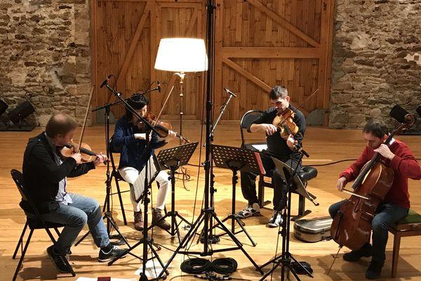 Le Quatuor Bedrich, en résidence à la ferme de Villefavard.