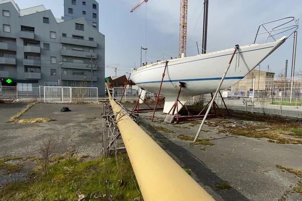 Le voilier de 11 mètres est aujourd'hui à quai à Bordeaux.