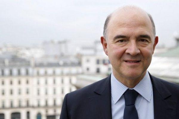 La démission de Pierre Moscovici de son siège de député entraîne la tenue d'une élection législative partielle dans la quatrième circonscription du Doubs. Plusieurs candidats briguent le poste et notamment deux pour le seul Parti socialiste.