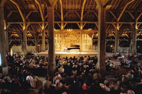 Depuis la création du festival en 1964 par Sviatoslav Richter, le piano est resté roi à la Grange de Meslay