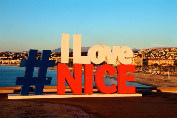 La structure I Love Nice, quai Rauba-Capeù à Nice.