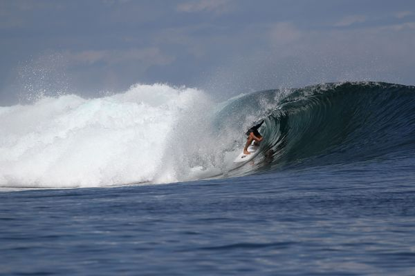 Les surfeurs sauront dans la soirée s'ils pourront défier les vagues la semaine prochaine