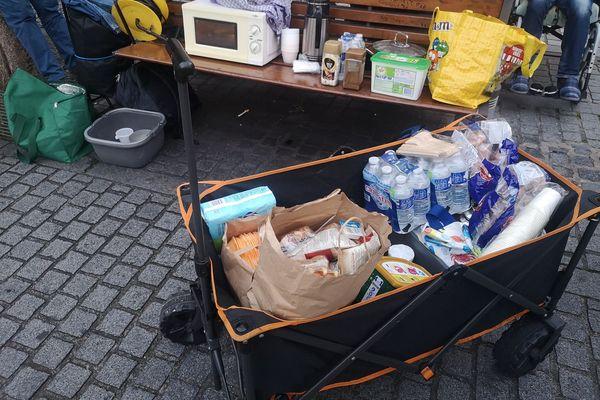 Les Maraudes citoyennes amiénoises distribuent des denrées alimentaires aux sans-abris dans le centre-ville