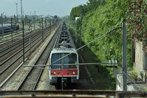 Une rame du RER B au sud de Drancy (Seine-Saint-Denis). (photo illustration)