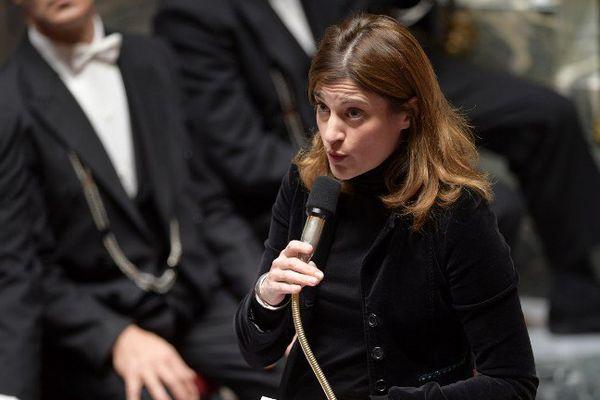 Juliette Méadel, secrétaire d'Etat chargée de l'aide aux victimes, répond à la question de Marine Brenier, lors de la session du 10 janvier 2017, à l'Assemblée nationale