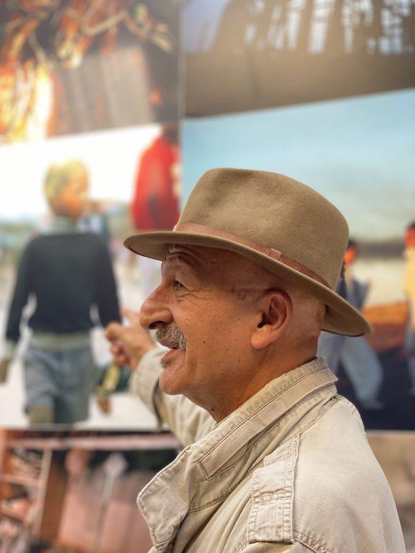Lors de sa découverte de l'exposition mise en place par sa femme, le photoreporter Reza nous a confié avoir photographié un petit garçon à la libération de Mandela en Afrique du Sud, car il trouvait qu'il lui ressemblait petit. Une photo à découvrir à Châteauvillain.