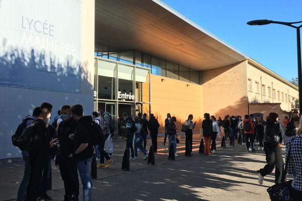 L'entrée du lycée Malherbe à Caen, l'un des plus gros établissements de la région