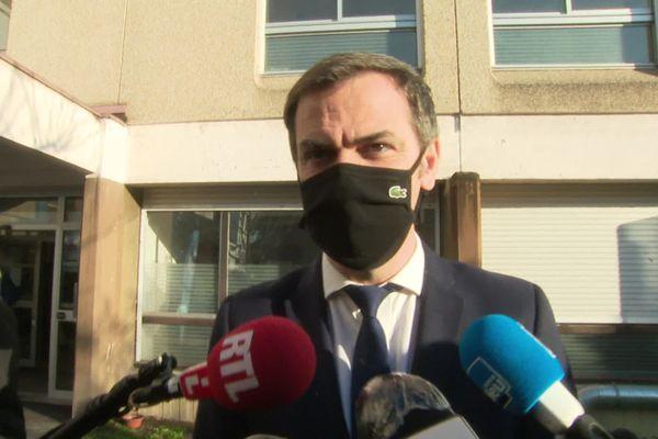 Le ministre de la Santé Olivier Véran au CHU Grenoble-Alpes lundi 18 janvier.