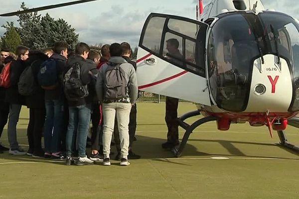 Une journée de sensibilisation aux métiers de l'aéronautique avait lieu au lycée Emile Peytavin à Mende, en Lozère - 22 novembre 2018