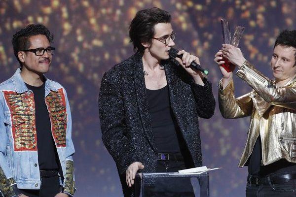 Radio Elvis sur la scène des 32èmes Victoires de la Musiques à Paris, hier soir.
