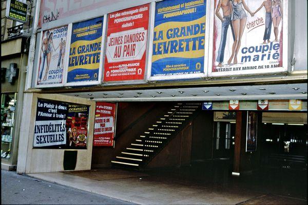 Façade de La Scala du temps où elle était un multiplexe pornographique (1977-1984)
