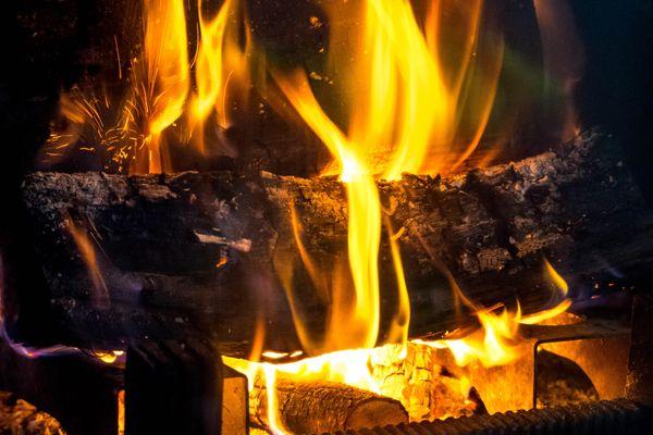 En 2018, le chauffage au bois représentait la première source des émissions de particules dans l'air en France.