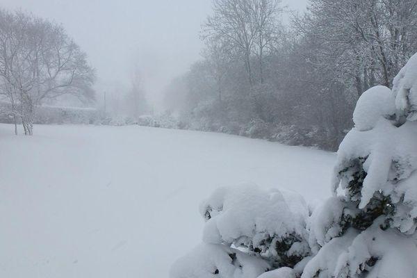 Entre 30 et 40 cm de neige et des congères de plus d'1 mètre au lieu-dit Les Fieffes