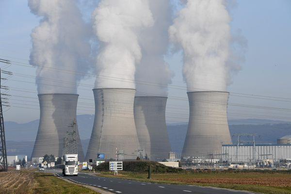 Les quatre réacteurs de la centrale nucléaire du Bugey, implantée sur la commune de Saint-Vulbas, en limite sud-ouest du Bugey, dans le département de l'Ain.