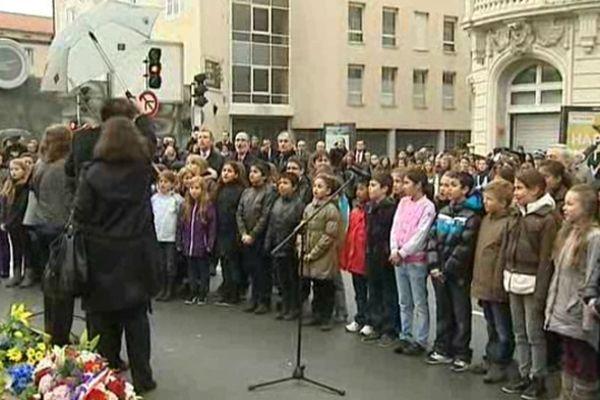 Cette année, de nombreux enfants des écoles de Clermont-Ferrand ont été associés à cette commémoration placée sous le signe du devoir de mémoire