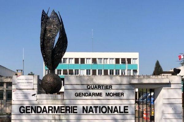 Un premier gendarme est décédé. Il logeait à la caserne de Maisons-Alfort dans le Val-de-Marne